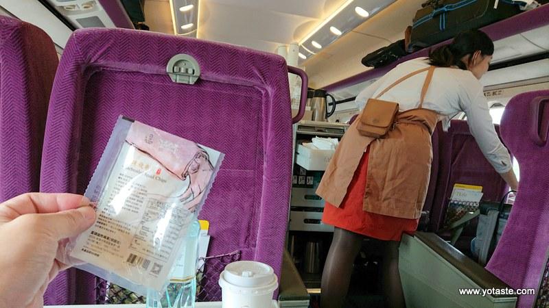 眼鏡伯飛卷片是台灣高鐵商務艙指定使用點心